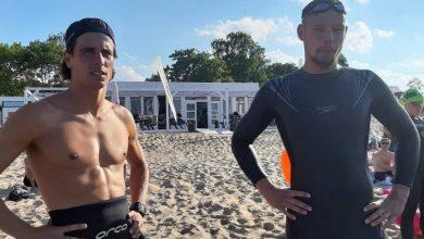 Photo of Robert Karaś udziela wskazówek pływackich w tri